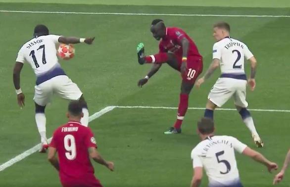 Trọng tài đã đúng khi cho Liverpool hưởng quả đá 11m - Ảnh 2.