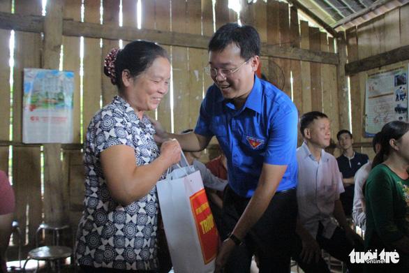 Mùa tình nguyện, mùa đóng góp sức trẻ cho bản làng, thôn xóm - Ảnh 4.