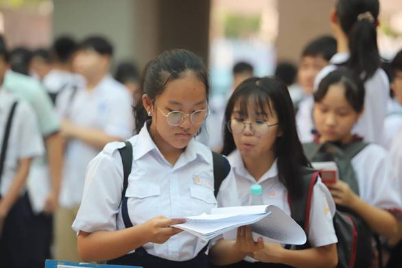 Gần 200.000 thí sinh chính thức bước vào thi lớp 10 tại TP.HCM và Hà Nội - Ảnh 7.