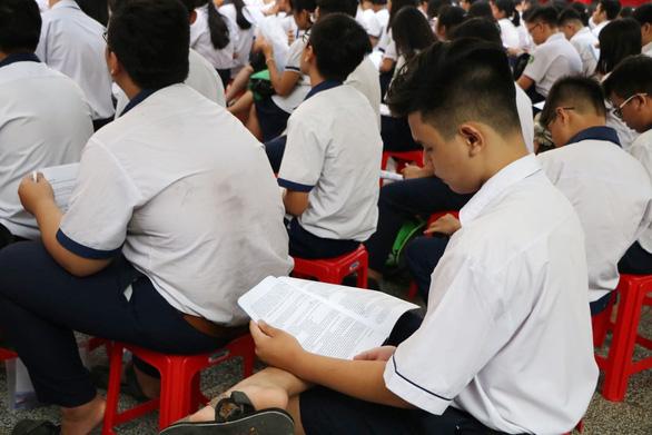 Gần 200.000 thí sinh chính thức bước vào thi lớp 10 tại TP.HCM và Hà Nội - Ảnh 9.