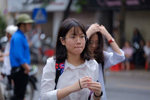 Gần 200.000 thí sinh chính thức bước vào thi lớp 10 tại TP.HCM và Hà Nội - Ảnh 3.