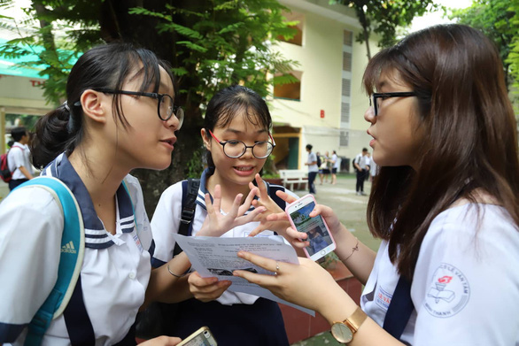 Đề thi văn lớp 10 TP.HCM: thí sinh em khen hay, em nói khó - Ảnh 5.