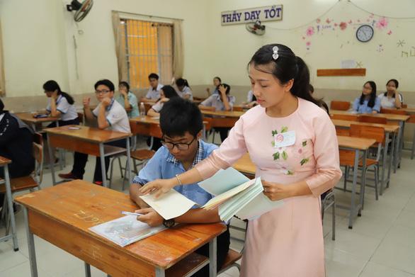 Gợi ý bài giải môn tiếng Anh thi lớp 10 TP.HCM - Ảnh 1.