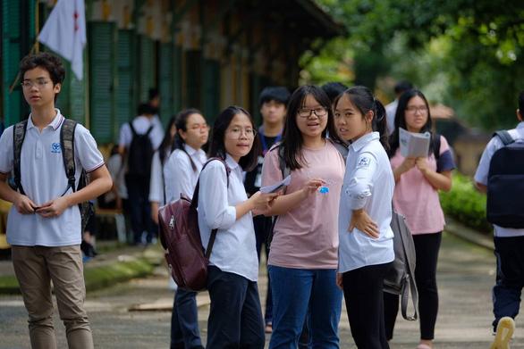 Hà Nội công bố điểm chuẩn vào lớp 10 công lập - Ảnh 4.
