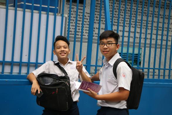 Đề thi văn lớp 10 TP.HCM: thí sinh em khen hay, em nói khó - Ảnh 6.