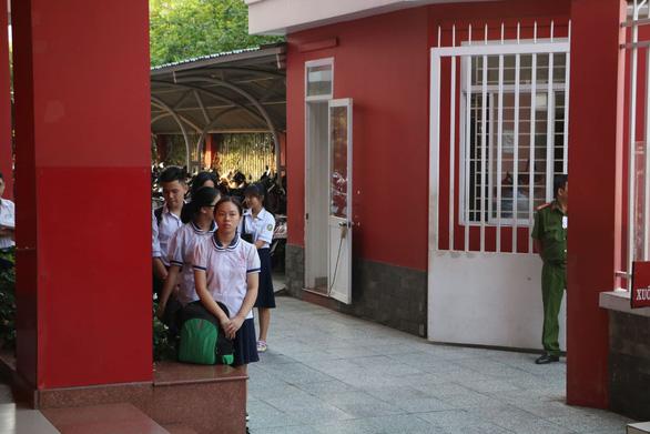Gần 200.000 thí sinh chính thức bước vào thi lớp 10 tại TP.HCM và Hà Nội - Ảnh 11.