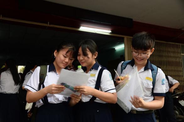 Đề thi văn lớp 10 TP.HCM: thí sinh em khen hay, em nói khó - Ảnh 8.