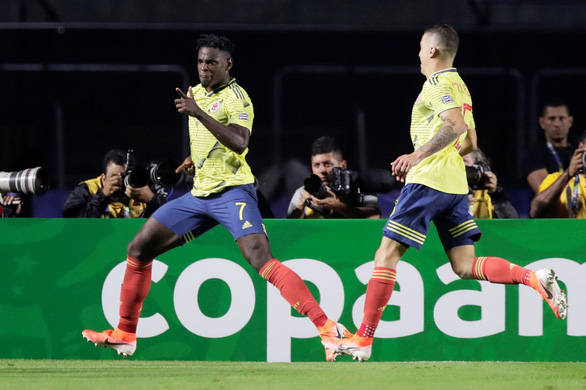 Hạ Qatar, Colombia giành vé đầu tiên vào tứ kết - Ảnh 1.