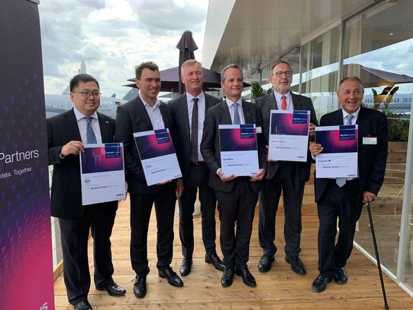 Tập đoàn FPT trở thành 1 trong 5 đối tác chuyển đổi số của Airbus - Ảnh 1.