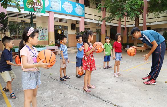 Học hè, chơi hè thời nay: Khi trường công nhập cuộc - Ảnh 1.