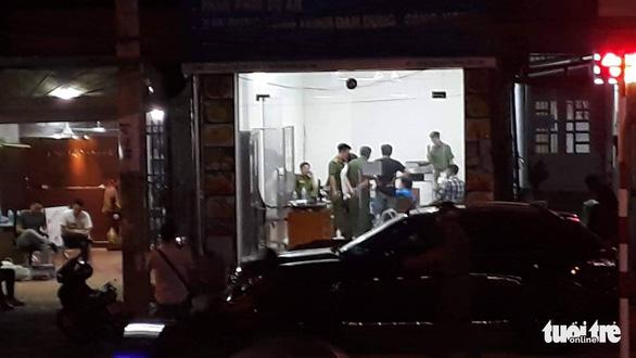 Khám xét công ty chủ doanh nghiệp kêu giang hồ vây xe chở công an - Ảnh 5.