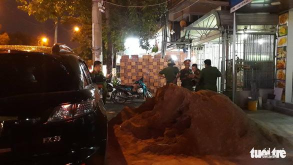 Khám xét công ty chủ doanh nghiệp kêu giang hồ vây xe chở công an - Ảnh 3.