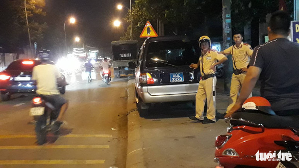Khám xét công ty chủ doanh nghiệp kêu giang hồ vây xe chở công an - Ảnh 4.