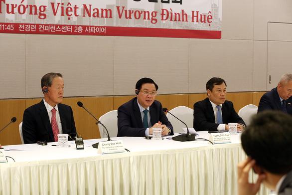Doanh nghiệp Hàn Quốc có thể mua ngân hàng yếu kém của Việt Nam - Ảnh 2.