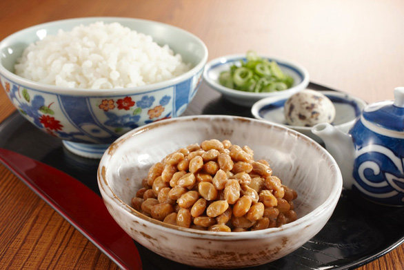 Tuổi 40 cần biết 7 thói quen ăn uống của người Nhật, đỡ lo đột quỵ - Ảnh 2.