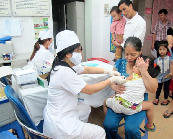 Trẻ đi học sẽ phải có giấy chứng nhận tiêm chủng đầy đủ - Ảnh 1.