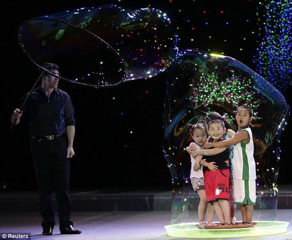 Vua bong bóng thế giới Fan Yang sẽ biểu diễn tại Đầm Sen - Ảnh 3.
