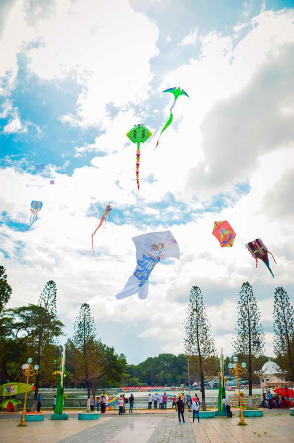 Vua bong bóng thế giới Fan Yang sẽ biểu diễn tại Đầm Sen - Ảnh 8.