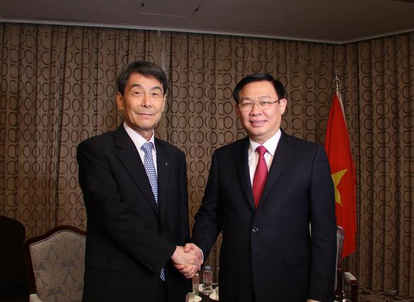 Doanh nghiệp Hàn Quốc có thể mua ngân hàng yếu kém của Việt Nam - Ảnh 1.