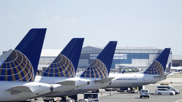 Mỹ cấm các chuyến bay dân dụng qua không phận do Iran quản lý - Ảnh 1.