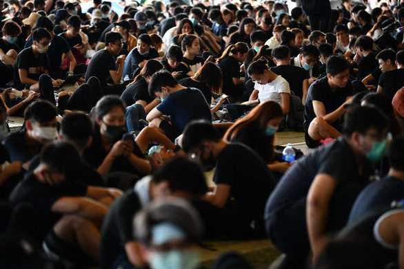 Nhiều cơ quan chính quyền Hong Kong đóng cửa vì sợ biểu tình - Ảnh 2.