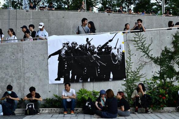 Nhiều cơ quan chính quyền Hong Kong đóng cửa vì sợ biểu tình - Ảnh 1.