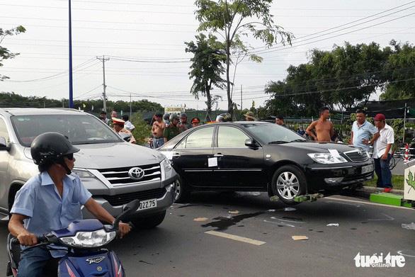 Thủ tướng chỉ đạo xử lý vụ giang hồ vây xe chở công an ở Đồng Nai - Ảnh 1.