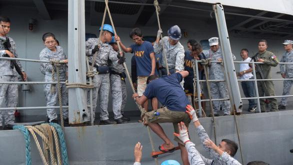 Philippines bác đề nghị điều tra chung vụ đâm tàu của Trung Quốc - Ảnh 1.