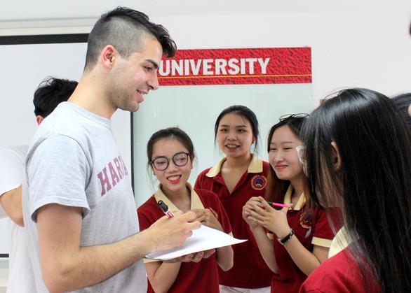 Sinh viên Đại học Quốc tế Sài Gòn giao lưu cùng sinh viên Đại học Harvard - Ảnh 1.