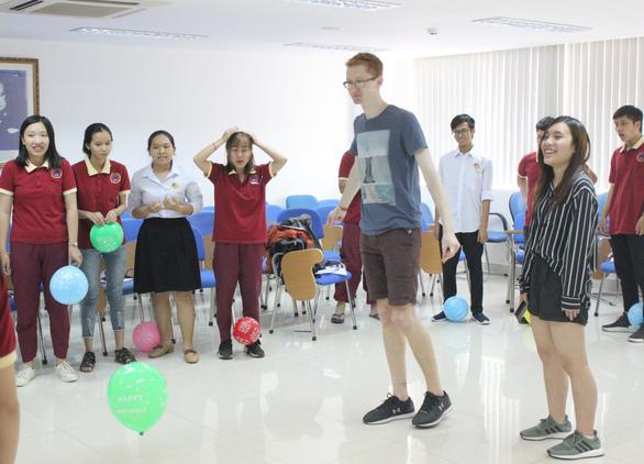 Sinh viên Đại học Quốc tế Sài Gòn giao lưu cùng sinh viên Đại học Harvard - Ảnh 2.