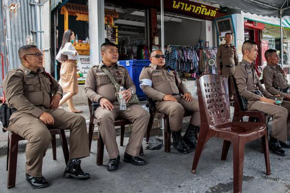 Xe ôm truyền thống và xe ôm Grab tử chiến tại Bangkok - Ảnh 2.