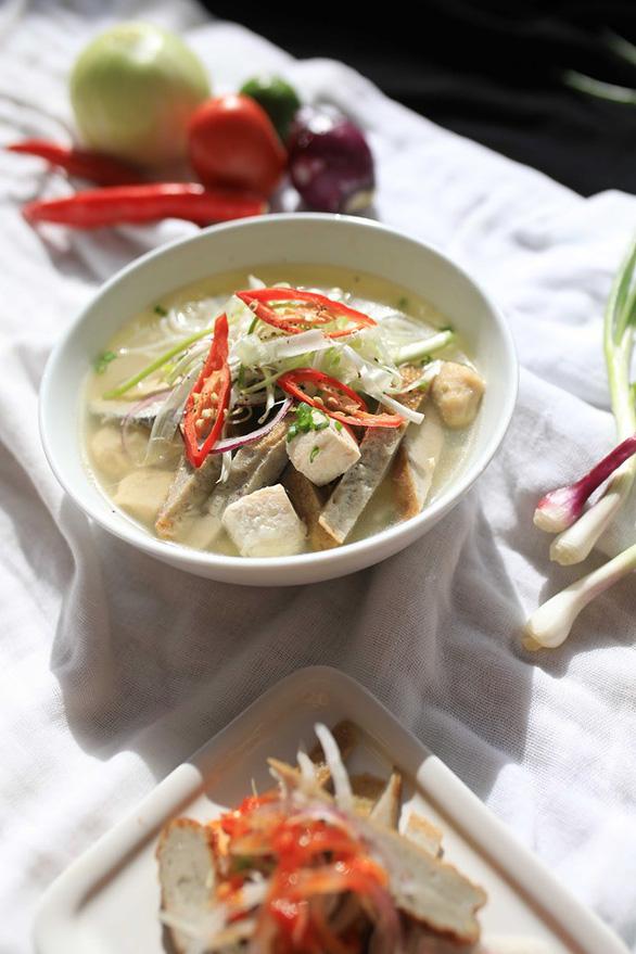 Vì sao bánh canh chả cá Nha Trang ngon nức nở? - Ảnh 2.