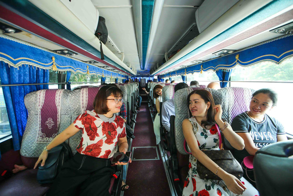 Thầy cô ở Hà Nội lên đường làm nhiệm vụ thi THPT quốc gia - Ảnh 6.