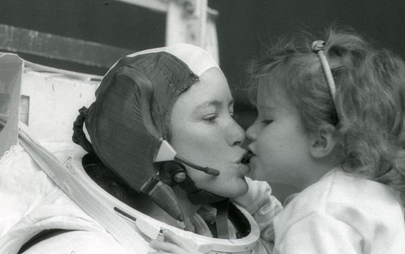 Anna Fisher - người mẹ đầu tiên bay vào vũ trụ  - Ảnh 1.