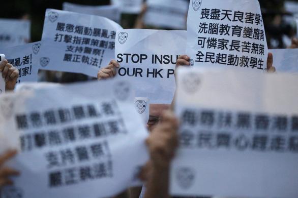 Người Hong Kong biểu tình phản đối... người biểu tình - Ảnh 5.