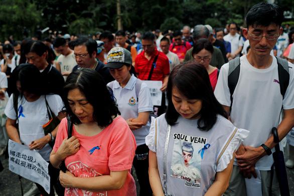 Người Hong Kong biểu tình phản đối... người biểu tình - Ảnh 4.
