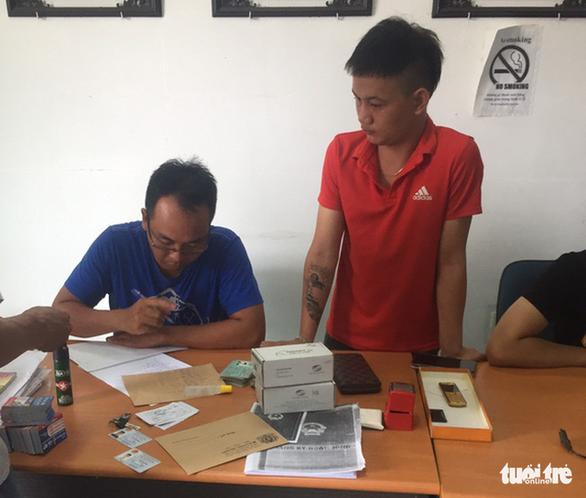 Tạm giữ 2 nghi phạm hoạt động tín dụng đen tại Tiền Giang - Ảnh 2.