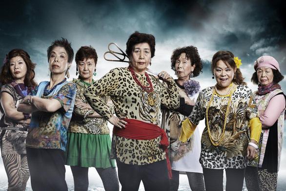 Nhóm nhạc lão bà Nhật quậy tưng đón thượng đỉnh G20 - Ảnh 2.