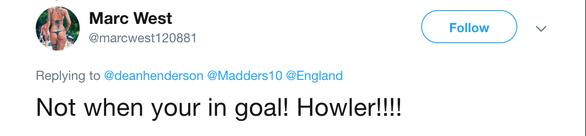 Video thủ môn U21 Anh thành trò cười với pha bắt hụt bóng tệ hại - Ảnh 5.