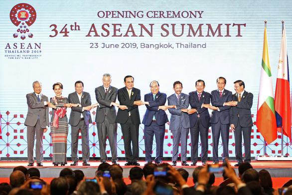 Thủ tướng Nguyễn Xuân Phúc bấm nút khởi động Kho vệ tinh ASEAN - Ảnh 1.