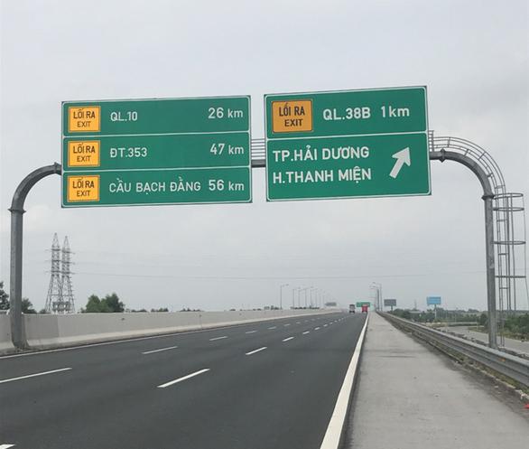 Liên tiếp 3 ôtô chạy lùi trên đường cao tốc Hà Nội - Hải Phòng - Ảnh 4.