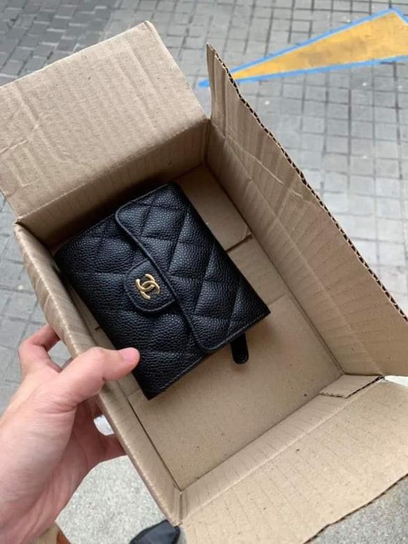 Tung tin rớt ví Chanel được người tốt trả lại, chuẩn bị lĩnh 5 năm tù - Ảnh 2.