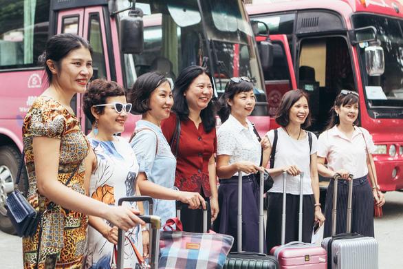 Giám thị Hà Nội mang theo con nhỏ lên Hòa Bình coi thi - Ảnh 3.