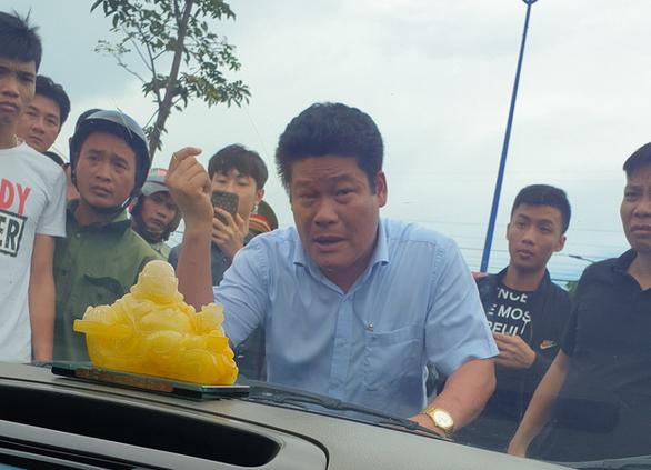Chủ doanh nghiệp kêu giang hồ vây xe công an là đại biểu HĐND - Ảnh 1.