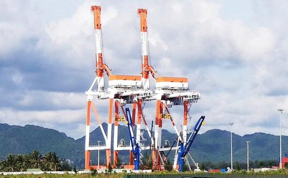 Cẩu giàn 5 triệu đô hư hại vì bị tàu container va phải - Ảnh 1.
