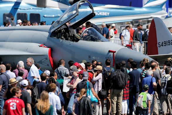 Vũ khí Mỹ bán chạy tại châu Âu nhờ căng thẳng với Nga và Iran - Ảnh 1.