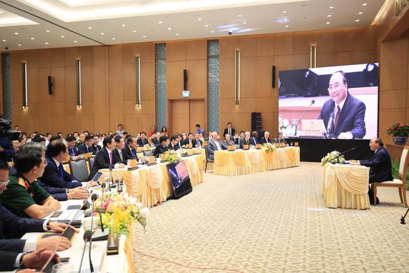 Thủ tướng chủ trì phiên họp Chính phủ đầu tiên qua hệ thống e-Cabinet - Ảnh 2.