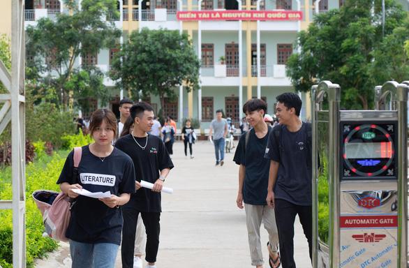 Gần 900.000 học sinh làm thủ tục thi THPT quốc gia, thí sinh lo lắng môn văn và lịch sử - Ảnh 23.