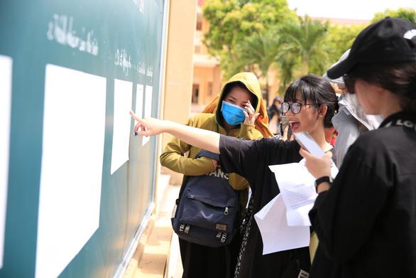 Gần 900.000 học sinh làm thủ tục thi THPT quốc gia, thí sinh lo lắng môn văn và lịch sử - Ảnh 15.