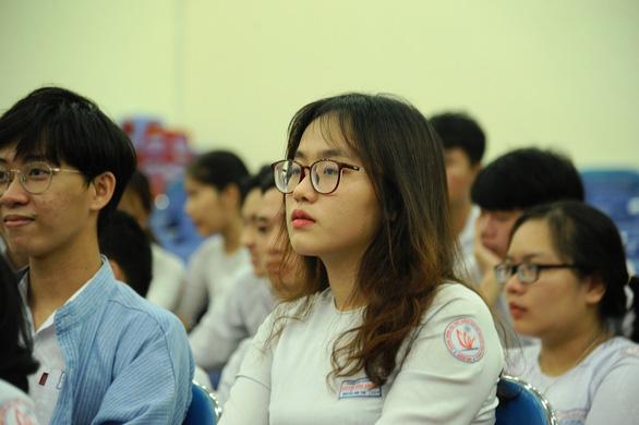 Gần 900.000 học sinh làm thủ tục thi THPT quốc gia, thí sinh lo lắng môn văn và lịch sử - Ảnh 12.